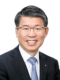 Eun, Sung-soo, Chairman and President